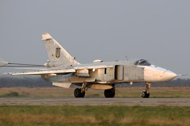Sukhoi Su-24 vs MiG-23 | Comparison attack and bomber