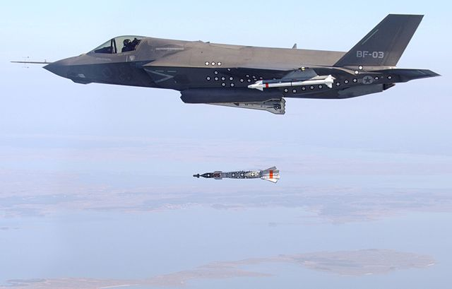Lockheed Martin F-35 Lightning II vs JF-17 Thunder